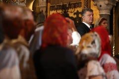 Petro Poroshenko przy świąteczną liturgią przy St Vladimir Patriarchalny Obrazy Stock