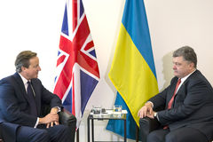 Petro Poroshenko und David Cameron in New York Stockbild