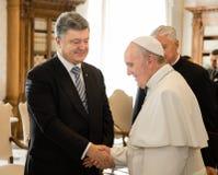 Petro Poroshenko und Papst Francis Lizenzfreie Stockfotos