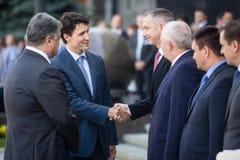 Petro Poroshenko y Justin Trudeau fotos de archivo