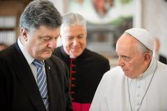 Petro Poroshenko y papa Francisco Fotografía de archivo libre de regalías