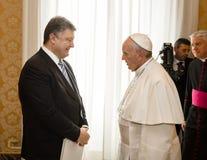 Petro Poroshenko y papa Francisco Imagen de archivo libre de regalías