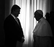 Petro Poroshenko y papa Francisco foto de archivo