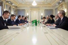 Petro Poroshenko y Rex Tillerson Imagen de archivo libre de regalías