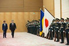 Petro Poroshenko y Shinzo Abe Foto de archivo