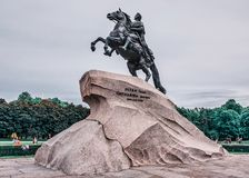 Petro primoCathrina secunda st f?r domkyrkacupolaisaac petersburg russia s saint arkivfoton