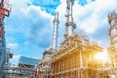 Petrochemiczna rafineria ropy naftowej, rafineria ropa i gaz przemysł wyposażenie przerób ropy naftowej, zakończenie rurociąg i p obraz stock