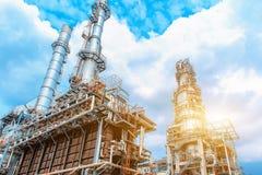 Petrochemiczna rafineria ropy naftowej, rafineria ropa i gaz przemysł wyposażenie przerób ropy naftowej, zakończenie rurociąg i p obrazy stock