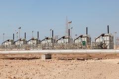 Petrochemiczni udostępnienia w pustyni Obrazy Royalty Free