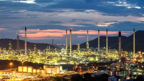 Petrochemische cityscape van de de fabrieksinstallatie van de olieraffinaderij van Chonburi-provincie royalty-vrije stock afbeeldingen