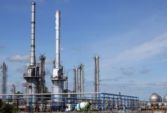 Petrochemische de installatievorm van de olieraffinaderij stock fotografie