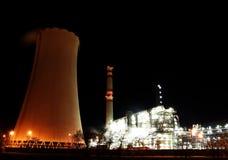 Petrochemische fabriek bij nacht Stock Fotografie
