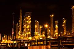 Petrochemische installatie in de nacht. Royalty-vrije Stock Afbeelding