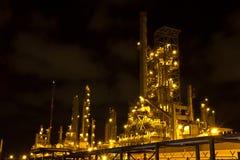 Petrochemische installatie in de nacht. Royalty-vrije Stock Afbeeldingen