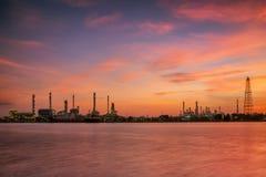 Petrochemische installatie i Stock Foto