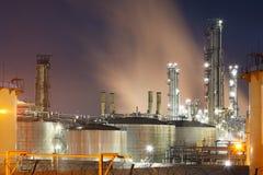 Petrochemische installatie in nacht Stock Foto