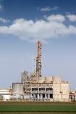 Petrochemische installatie op gebied Royalty-vrije Stock Foto's