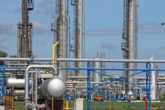Petrochemische installatiepijpleidingen Stock Afbeeldingen