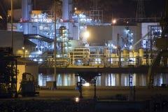 Petrochemische Raffinerie nachts Lizenzfreies Stockbild