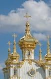 petrodvorets дворца церков грандиозные стоковое изображение rf