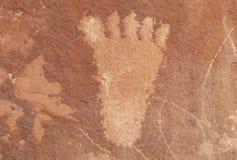 Petroglif ludzka stopa od Atlati skały, NV Zdjęcia Royalty Free