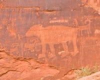 Petroglifo indiano sulla roccia rossa Fotografia Stock Libera da Diritti