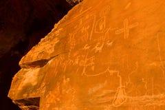 Petroglifos de la roca de Atlatl, valle del parque de estado del fuego, Nevada Fotografía de archivo