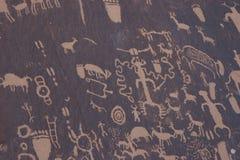 Petroglifos del nativo americano, roca del periódico Imágenes de archivo libres de regalías
