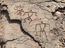 Petroglifos en la reserva del petroglifo de Waikoloa en Hawaii Fotos de archivo