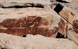 Petroglifos en la roca Imágenes de archivo libres de regalías