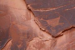 Petroglifos por debajo el ojo del cielo, valle del monumento Fotos de archivo
