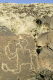 Petroglyphen des amerikanischen Ureinwohners am Petroglyphe-Nationaldenkmal, außerhalb Albuquerques, New Mexiko Stockfotos