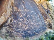 Petroglyphs βράχου εφημερίδων στη νότια Γιούτα Στοκ φωτογραφία με δικαίωμα ελεύθερης χρήσης