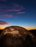 Petroglyphs στο ηλιοβασίλεμα Στοκ Εικόνες