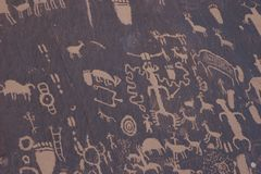 Petroglyphs do nativo americano, rocha do jornal imagens de stock royalty free