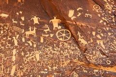 Petroglyphs eller hällristning på tidningen vaggar, Utah, USA Royaltyfria Foton