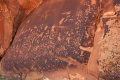 Petroglyphs indianos, monumento histórico do estado da rocha do jornal, Utá, EUA fotografia de stock