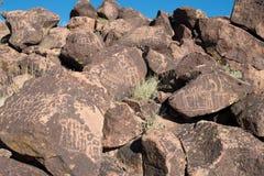 Petroglyphs na pedra imagens de stock