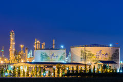 Petrokemisk växt i natt Arkivfoto