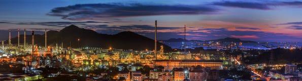 Petrokemisk växt och logistisk port Arkivbilder
