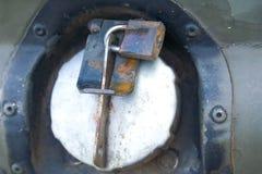 Petrol tankar låser. Fotografering för Bildbyråer