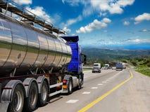 Petroleiro com cromo imagem de stock royalty free