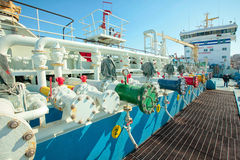 Petroleiro de óleo sob a carga Fotografia de Stock Royalty Free