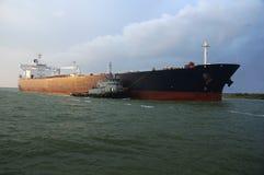 Petroleiro de petróleo no limite Foto de Stock Royalty Free