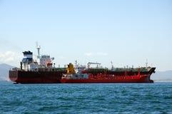 Petroleiro químico que está sendo reabastecido Imagens de Stock Royalty Free