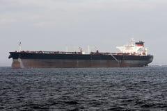 Petroleiro super do petróleo sob a potência Foto de Stock Royalty Free