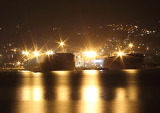 Petroleiros na noite imagens de stock royalty free