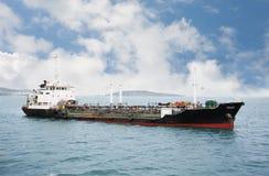 Petrolero bunkering de la nave del puerto Imagen de archivo libre de regalías