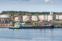 Petrolero con almacenamiento de aceite Fotos de archivo libres de regalías