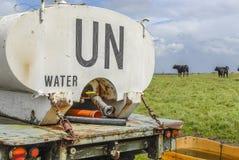 Petrolero de la O.N.U en un pasto Fotografía de archivo